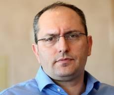 """מוטי בן משה איש עסקים - ההצבעות של מחזיקי האג""""ח על רכישת אפריקה ישראל יידחו למחר"""