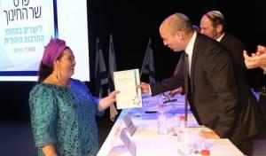 רחל קשת זוכת פרס קיפוד השנה