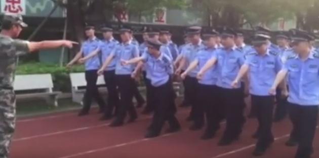שניים סיניים: המצעד הצבאי נגמר בפאדיחה