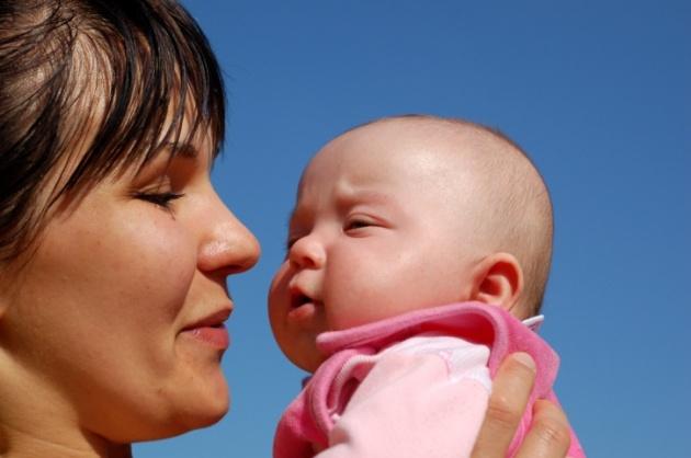 חרדת נטישה • התינוק לא נותן לך לזוז? כך תתמודדי