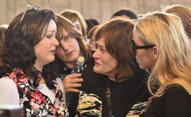 קרובות המשפחה בהלוויה