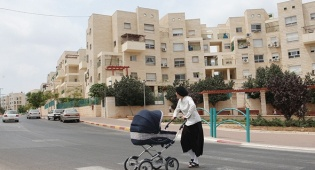"""העיר אלעד חרדים דתיים ילדים - הסכם גג ראשון בעיר חרדית: 12.5 אלף יח""""ד יתווספו לאלעד"""