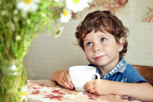 אלרגיות ילדים לחלב. אילוסטרציה - דבש וחלב תחת לשונך: הכל על אלרגיות ילדים לחלב