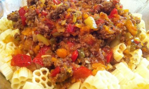 בולונז בשר טחון עם המון ירקות טובים