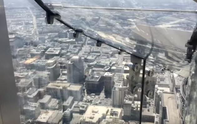 """לא לבעלי לב חלש: גלישה מהבניין הגבוה בארה""""ב"""