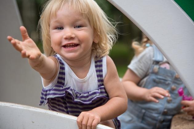 """ביהמ""""ש קבע: התינוק קשור להוריו המאמצים"""