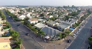 """גן יבנה שכונות עם דקלים - בג""""ץ מאיים להקפיא את הקיצוץ במענקי האיזון של חמש רשויות"""