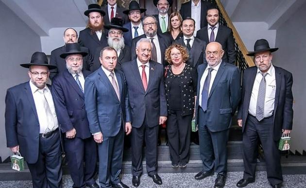 אפללו בין הרבנים בוועידת רבני אירופה
