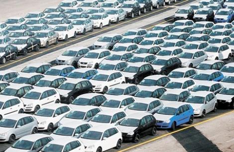 מגרש מכוניות נמל אשדוד - יבוא הרכבים ירד במרץ ב־24% בעקבות הכוונה להגביל את האחסון בנמלים
