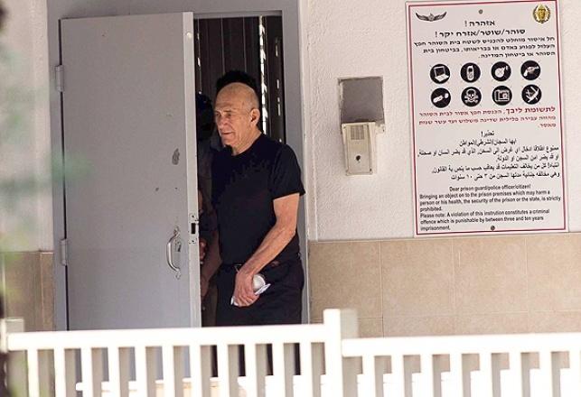 אהוד אולמרט יוצא לחופשה מהכלא