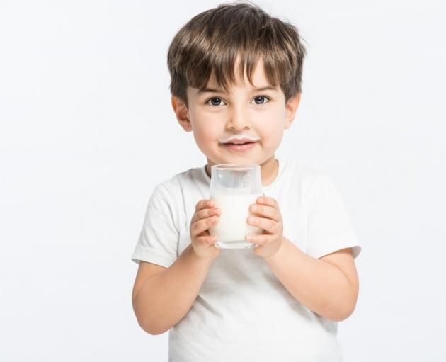חלב טוב לגדילה... - מחקר קבע: ילדים ששותים חלב גבוהים יותר