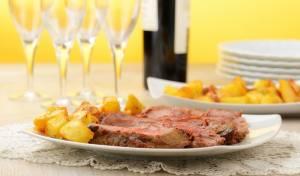 מנה עיקרית חגיגית לפסח: בקר, יין וירקות שורש