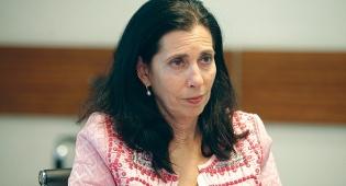דורית סלינגר המפקחת על שוק ההון - בשוק מעריכים שסלינגר תפסיד: מניות חברות הביטוח מזנקות
