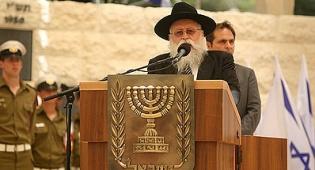 """הרב רוזנברג בטקס. צילום: מאיר אלפסי, שטורעם - """"ה´ הוא האלוקים"""", קרא הרב רוזנברג בטקס ● וידאו"""