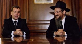 הרב הראשי והנשיא מדוודב, בפגישתם לפני כמה ימים - הרב נפגש עם הנשיא והמבחנים ידחו