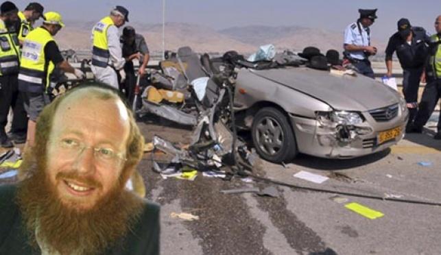 פאלוך על רקע התאונה (צילומים: כיכר ופלאש 90)