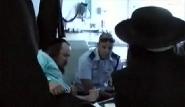 שוטרי חוקרים את דוד חי וידבסקי (צילום: ערוץ 2)