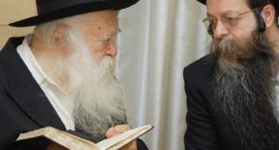 """הגר""""ח קנייבסקי עם בנו הרב שלמה"""