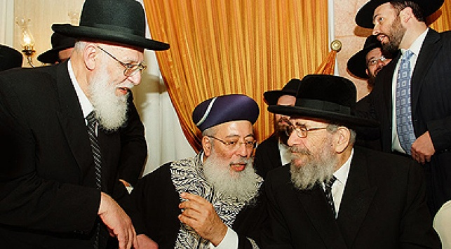 הרבנים לנדא, עמאר וכהן. צילום: ישראל ברדוגו