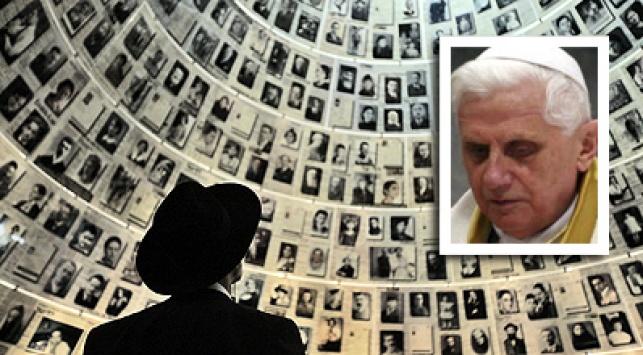 האפיפיור על רקע ´יד ושם´. צילום: פלאש 90