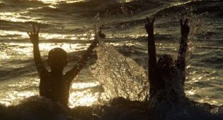 החוף הנפרד בהרצליה – מעורב