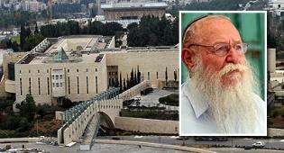 הרב דרוקמן על רקע בית המשפט. צילום: פלאש 90