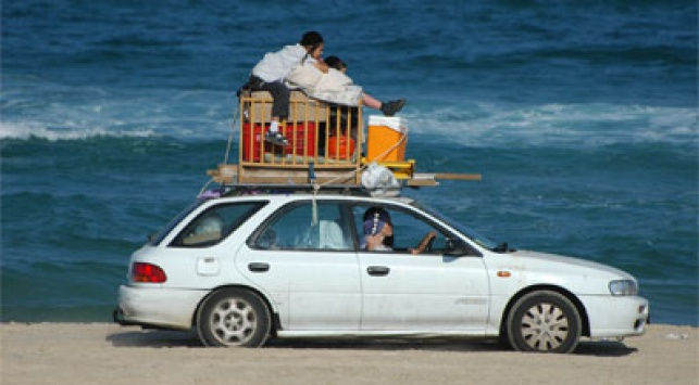 נוסעים לים בבת ים. צילום: פלאש 90