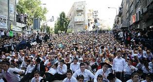 """כיכר השבת עמוסה בתשב""""ר. צילום: אליהו קובין - כיכר השבת. ל""""ג בעומר, 18:34"""