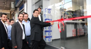 """מנכ""""ל רשת לנדאו משיק חנות חדשה ברשת"""