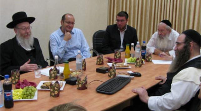 סגן השר בפגישת עבודה עם מנהלי ארגון דור ישרים
