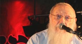 """הרב דרוקמן נואם, צילום יצחק אלהרר """"סקופ 80"""" - שונאים רבנים ורוצים להיות יהודים"""