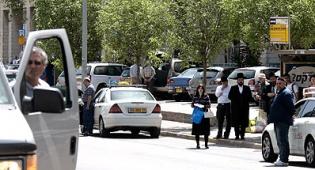 """צפירה, היום בירושלים. צילום: פלאש 90 - """"חרדים לא עומדים בצפירה?אז מה?"""""""